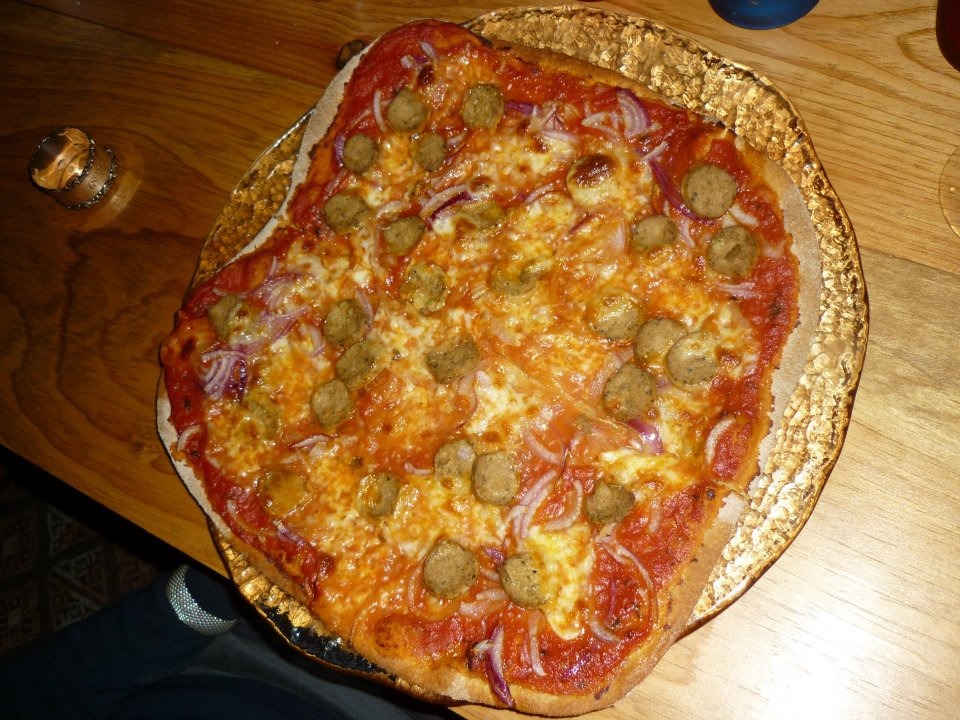 November 7, 2011 dinner: whole wheat pizza with marinated onions ...